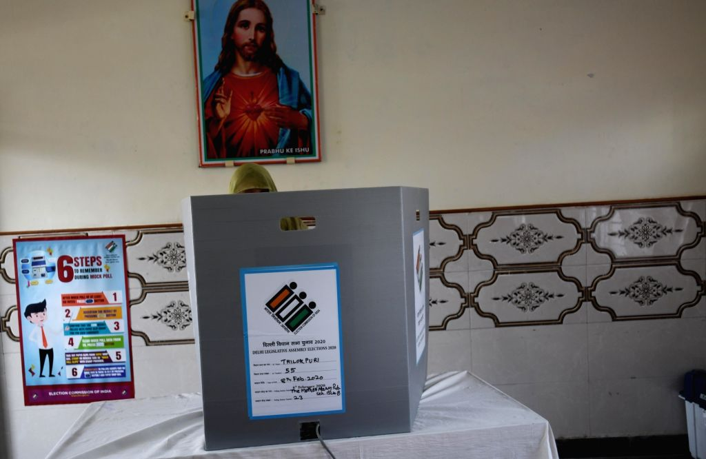 A voter casts vote for Delhi Assembly elections 2020, at an East Delhi polling station on Feb 8, 2020.