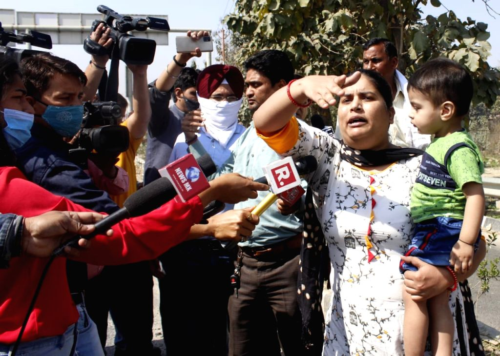 A woman who was going to a visit her relatives following a death in the family blasted protesting farmers when she was unable to cross the Dasna toll plaza on Saturday.