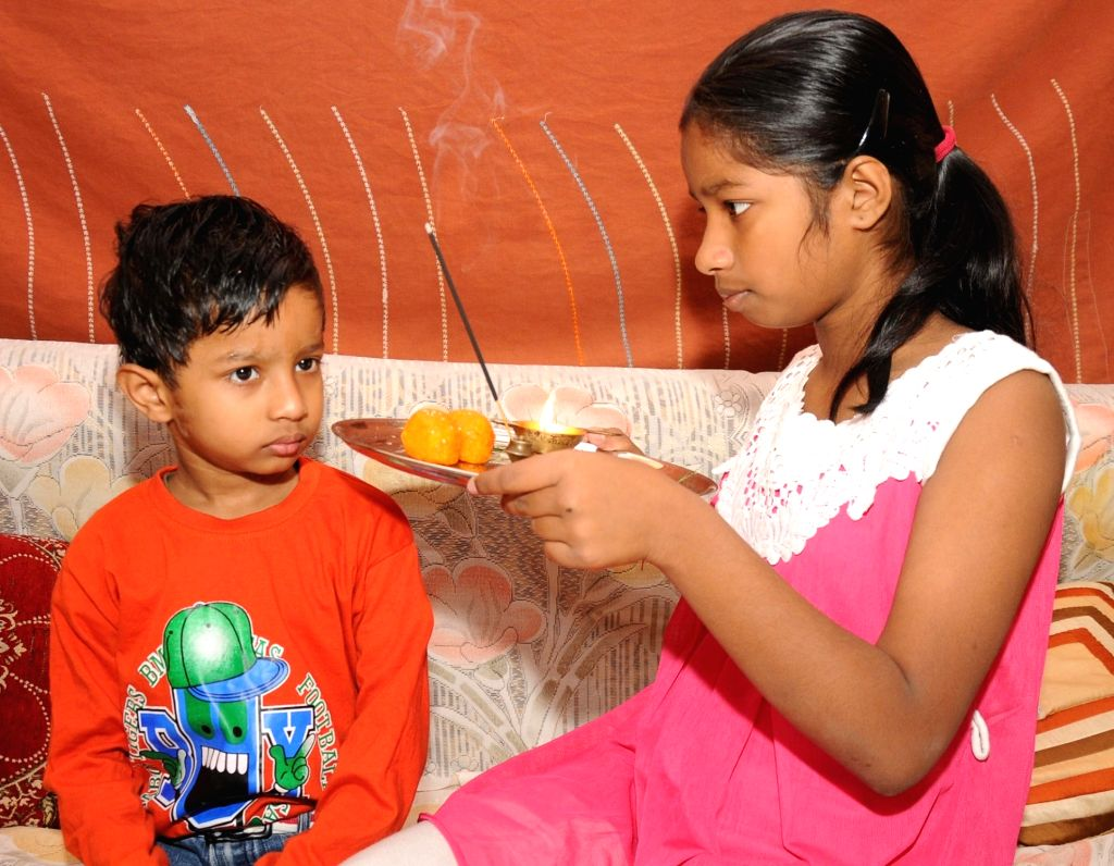 """A young brother and sister celebrate """"Bhai Dooj"""" in New Delhi, on Nov 13, 2015."""