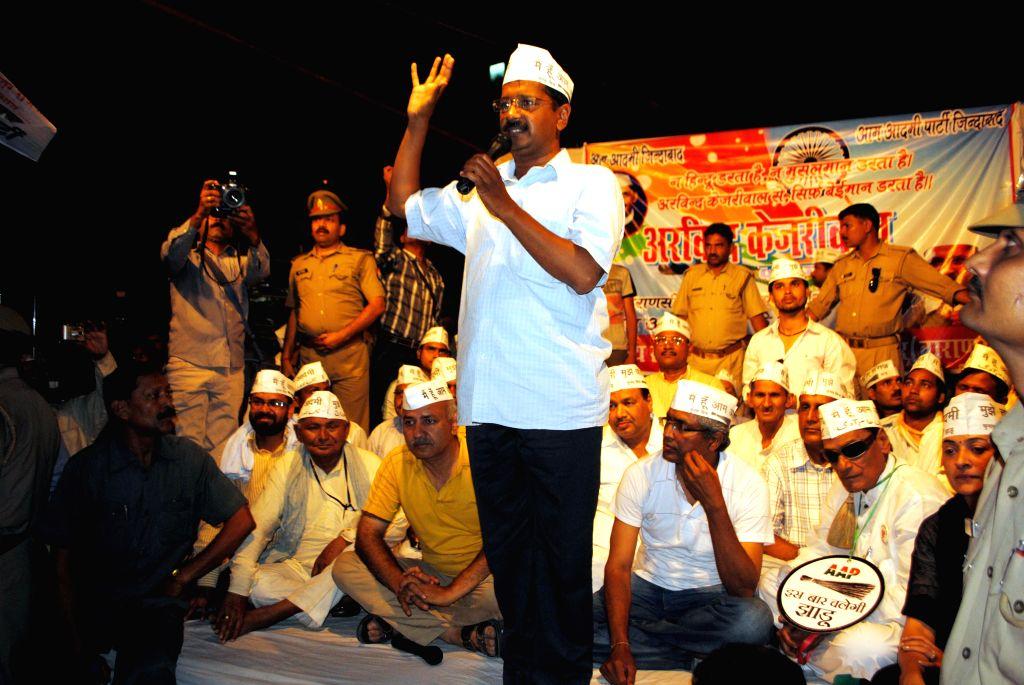 Aam Aadmi Party (AAP) candidate from Varanasi, Arvind Kejriwal, addressing a street meeting at Ramnagar outside Varanasi on April 19, 2014. Kejriwal, who has challenged BJP prime ministerial aspirant - Narendra Modi