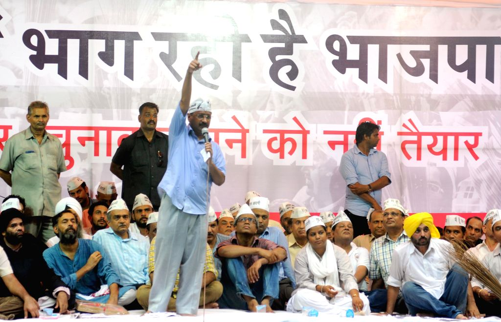 Aam Aadmi Party (AAP) leaders Arvind Kejriwal, Yogendra Yadav, Ashutosh, Rakhi Birla and other party leaders during a rally at Jantar Mantar in New Delhi on Aug 3, 2014. - Arvind Kejriwal and Yogendra Yadav