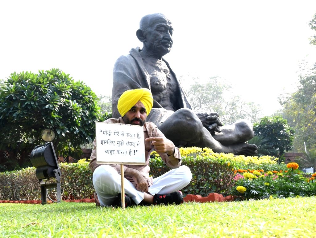 Aam Aadmi Party (AAP) MP Bhagwant Mann stage a demonstration against Prime Minister Narendra Modi at Parliament on Nov. 18, 2016. - Narendra Modi