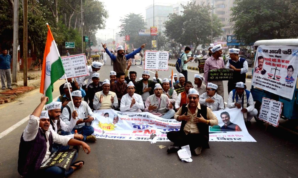 Aam Aadmi Party (AAP) workers participate in a march against demonetisation in Patna on Nov 28, 2016.
