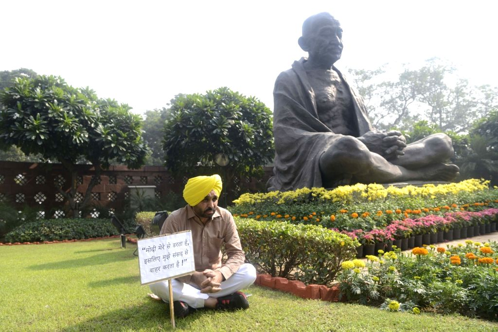 Aam Aadmi Party MP Bhagwant Mann protesting at Parliament House on Nov. 18, 2016.