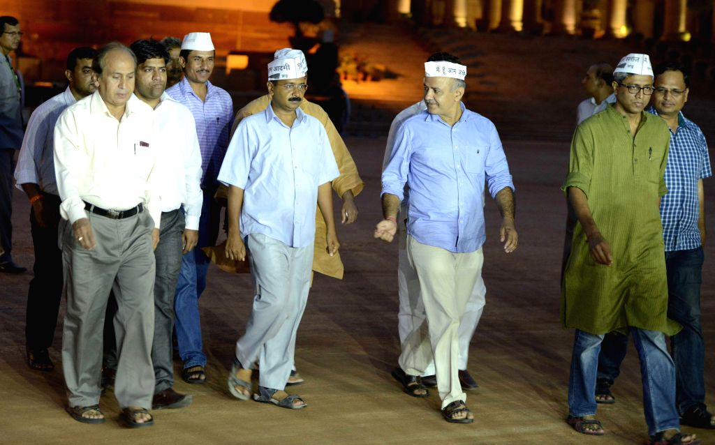 Aam Admi Party leaders Arvind Kejriwal, Manish Sisodia, Ashutosh and other leaders coming out of Rashtrapati Bhavan after handing over a memorandum to the President Pranab Mukherjee in New Delhi on .. - Arvind Kejriwal and Pranab Mukherjee