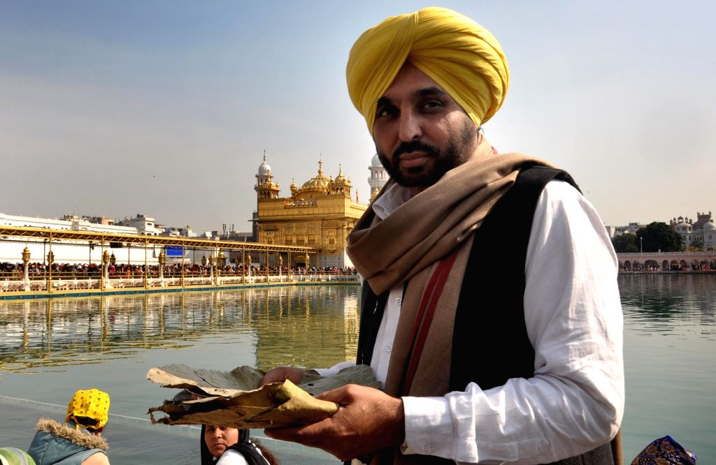 AAP leader and Sangrur MP Bhagwant Mann during his visit at the Golden Temple in Amritsar, on  Feb 2, 2019.