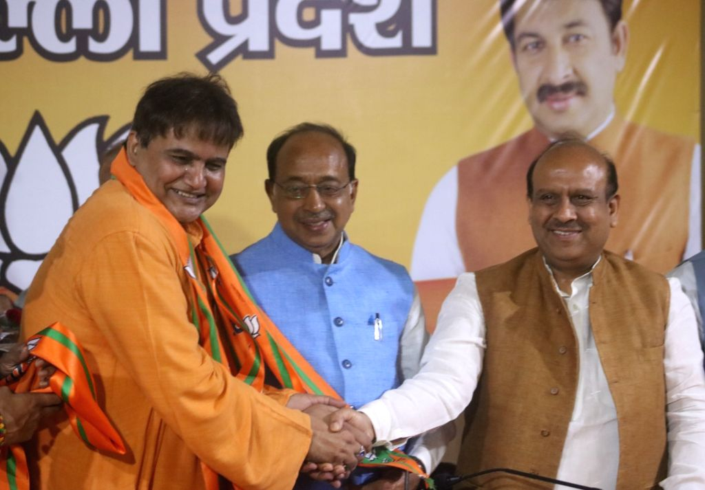 AAP leader Devendra Singh Shera joins BJP in the presence of party leaders Vijay Goel and Vijender Gupta, in New Delhi, on May 6 , 2019. - Devendra Singh Shera and Vijender Gupta
