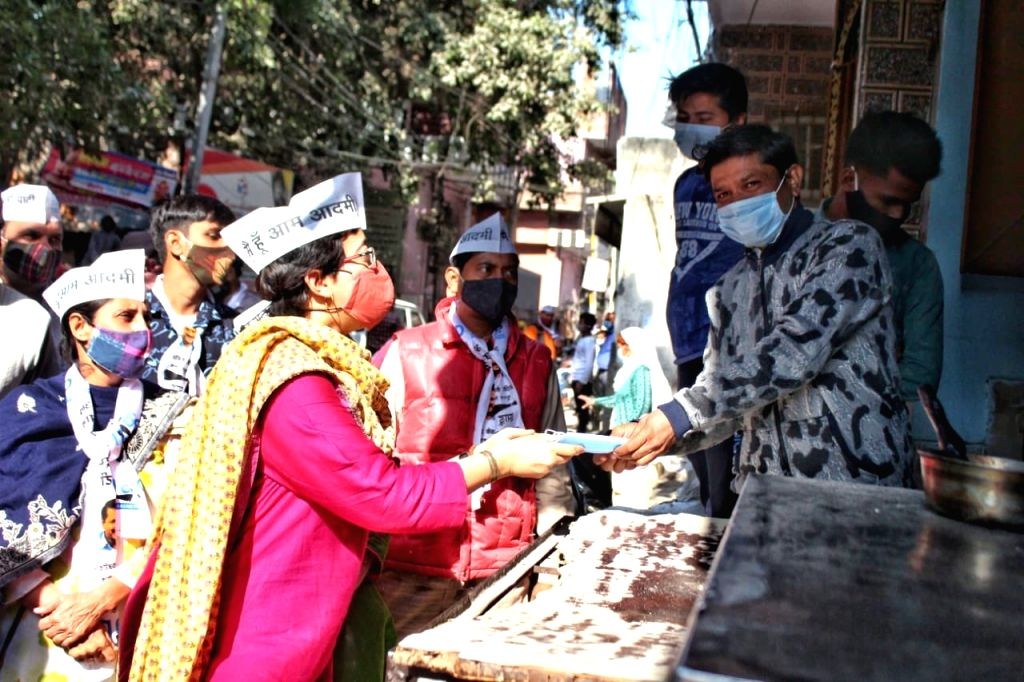 AAP MLA Atishi Marlena distributes masks among people during an awareness drive on COVID-19 amid the ongoing pandemic, in New Delhi on Nov 21, 2020.