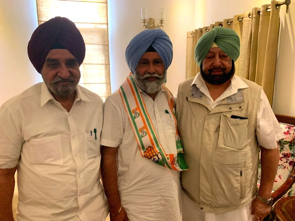 AAP MLA Nazar Singh Manshahia joins Congress in the presence of Punjab Chief Minister Captain Amarinder Singh, in Chandigarh on April 25, 2019. - Captain Amarinder Singh and Nazar Singh Manshahia