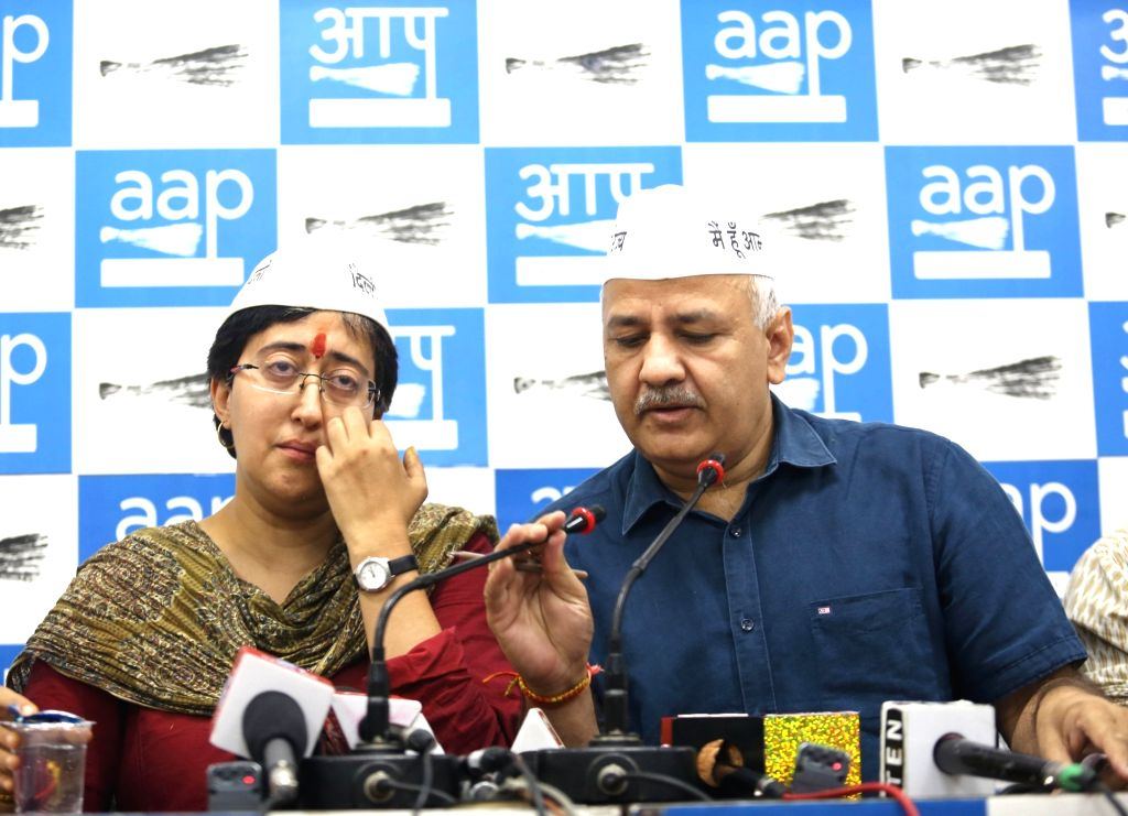 AAP's Lok Sabha candidate from East Delhi Atishi Marlena breaks down while addressing a press conference, in New Delhi on May 9, 2019. Also seen Delhi Deputy Chief Minister Manish Sisodia. ... - Manish Sisodia