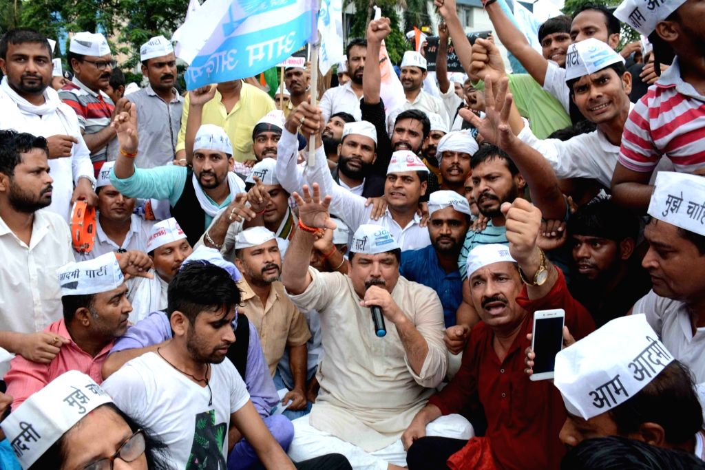 AAP workers led by party MP Sanjay Singh stage a demonstration against Muzaffarpur shelter home rapes in Patna on July 29, 2018. - Sanjay Singh