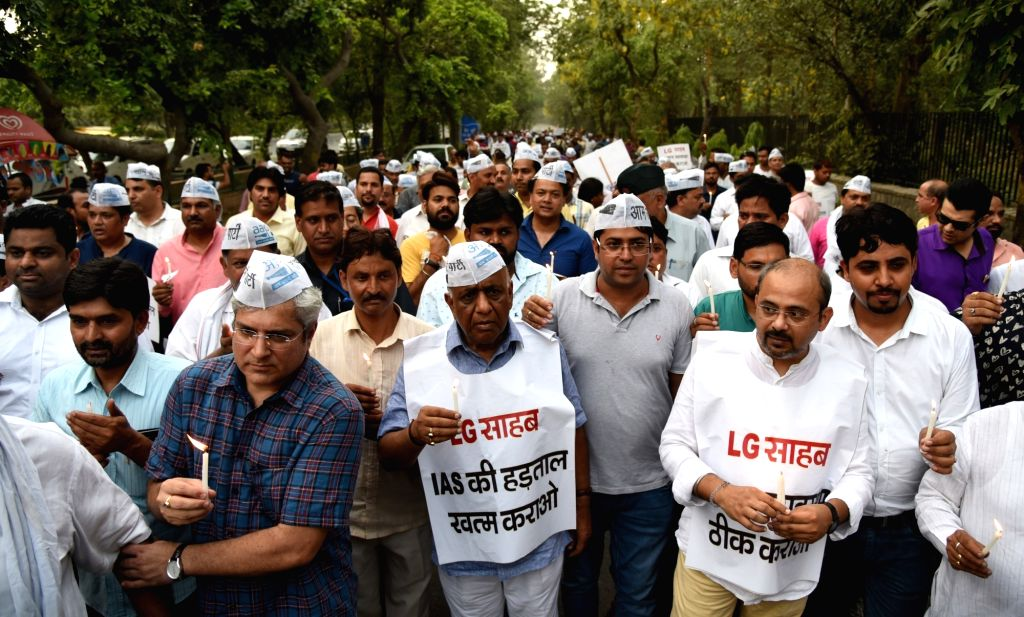 AAP workers led by Sanjay Singh participate in a demonstration in support of Delhi Chief Minister Arvind Kejriwal at Raj Ghat in New Delhi, on June 14, 2018. - Arvind Kejriwal and Sanjay Singh