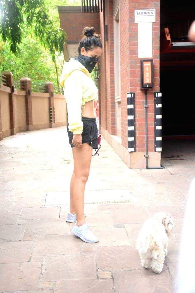 Aayesha sharma spotted in Bandra On Saturday, 5 June, 2021.