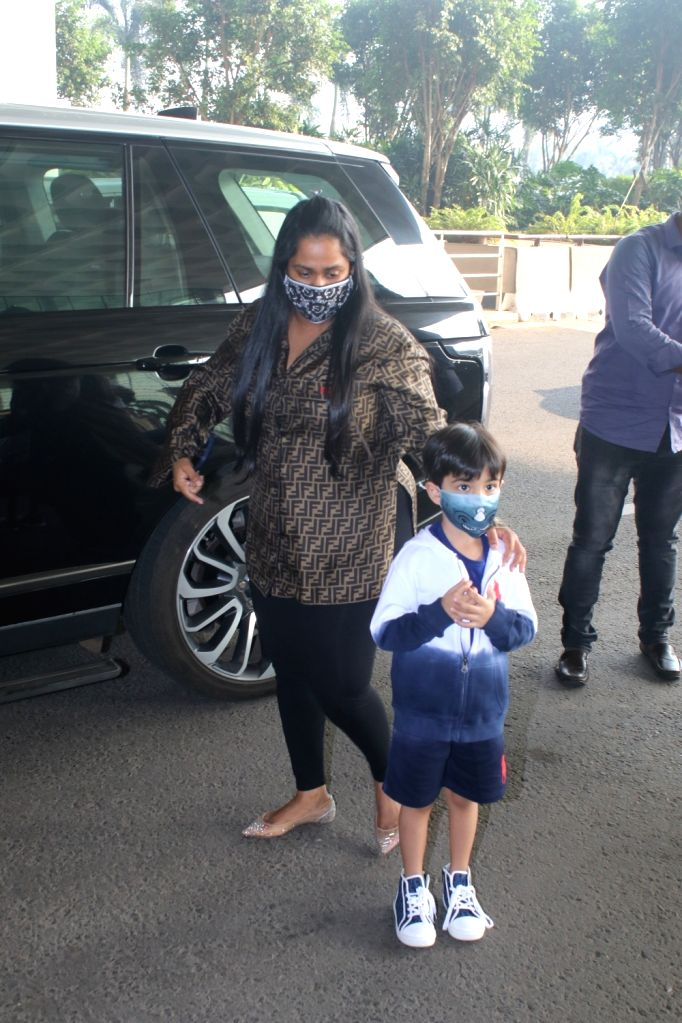 Aayush Sharma & His Family Spotted at Airport Departure on Saturday 06th March, 2021. - Aayush Sharma