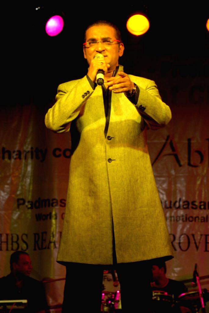 Abhijeet live charity concert by Giants Club of Chowpatty at Birla Matoshree.