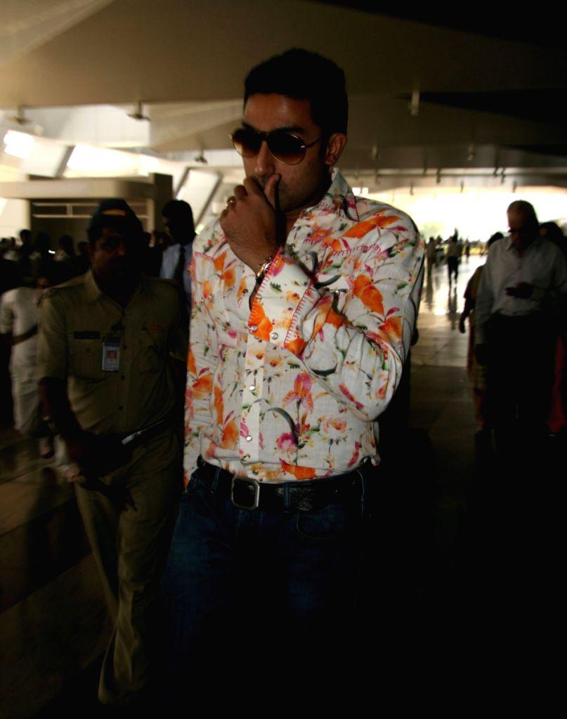 """Abhishek Bachchan returns after """"Padmashri Awards"""" ceremony."""
