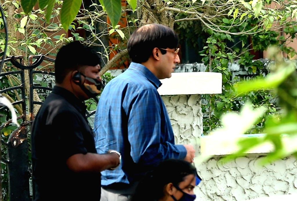 Abhishek, Chitrangda's pics from Bob Biswas set in Kolkata go viral.
