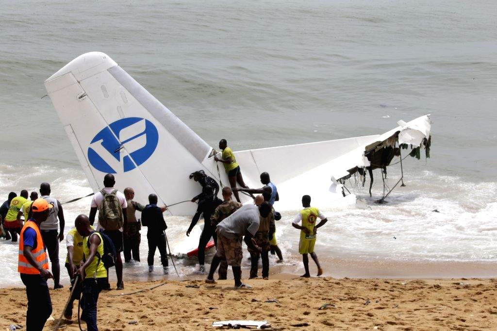 ABIDJAN, Oct. 14, 2017 - French soldiers and rescuers work at the crashed plane scene in the ocean not far from an airport in Abidjan, Cote d'Ivoire, Oct. 14, 2017. A plane with 10 people on board on ...