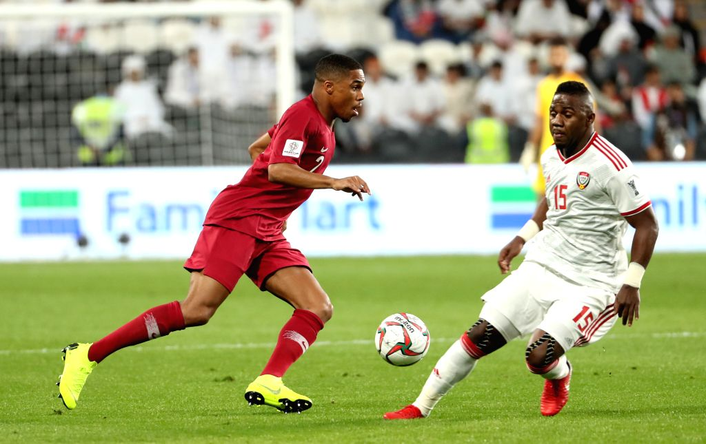 ABU DHABI, Jan. 30, 2019 - Qatar's Pedro Miguel Correia (L) competes during the semifinal match between the United Arab Emirates and Qatar at the 2019 AFC Asian Cup in Abu Dhabi, the United Arab ...