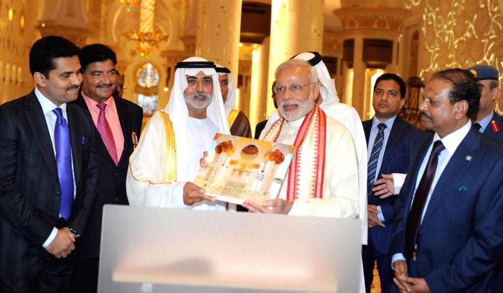 Abu Dhabi (UAE): Prime Minister Narendra Modi visits the Shiekh Zayed Grand Mosque, at Abu Dhabi, UAE on Aug 16, 2015. - Narendra Modi