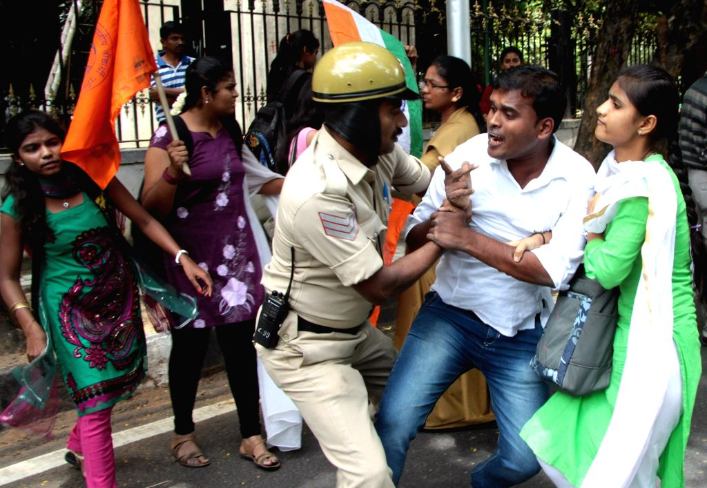 ABVP activists stage a demonstration against Amnesty International India near  Raj Bhavan in Bengaluru on Aug 16, 2016.