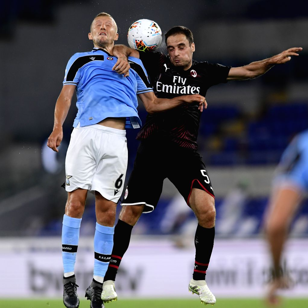 AC Milan's Giacomo Bonaventura (R) vies with Lazio's Lucas Leiva during a Serie A football match between Lazio and AC Milan in Rome, Italy, July 4, 2020.