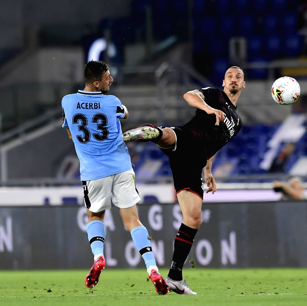 AC Milan's Zlatan Ibrahimovic (R) vies with Lazio's Francesco Acerbi during a Serie A football match between Lazio and AC Milan in Rome, Italy, July 4, 2020.