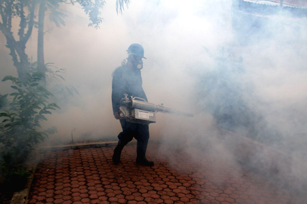 ACEH, Aug. 31, 2016 (Xinhua) -- A government employee makes fog to prevent the spreading of the Dengue Fever and Zika virus by mosquitoes in a residential area in Banda Aceh, Indonesia, Aug. 31, 2016. The Indonesian health ministry has stepped up mea