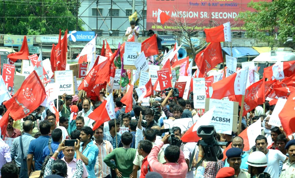 Activists of AISF,AISA and AIDSO led by JNUSU president Kanhaiya Kumar and vice president Shehla Rashid stage a demonstration against quality of education imparted in Patna University in ... - Kanhaiya Kumar