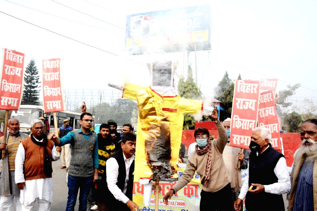 Activists of Bihar Rajya Kisan Sabha protest against the Centre's contentious farm laws, in Patna on Dec 5, 2020.