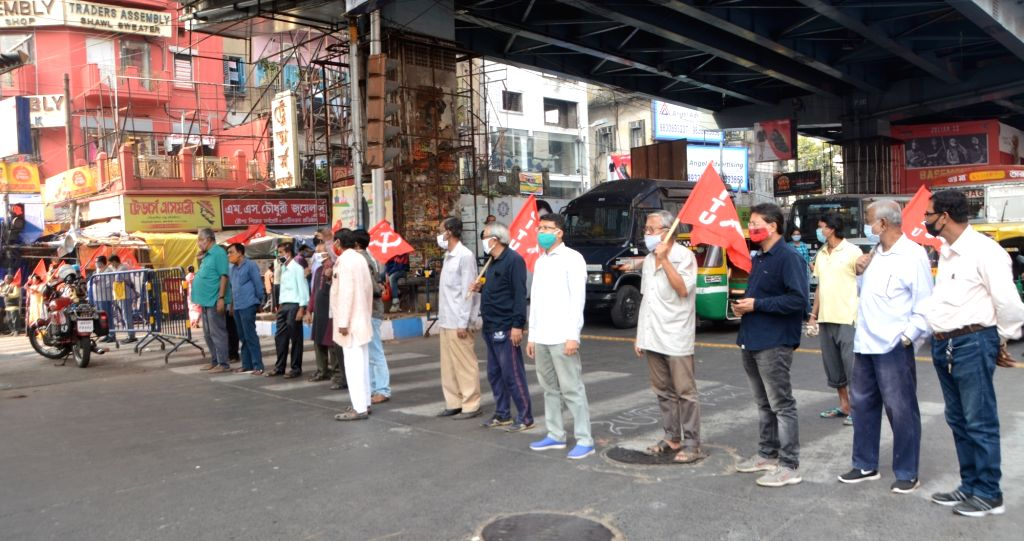 Activists of Centre of Indian Trade Unions (CITU) block roads and interrupt vehicular movement during protest against the Central Government's new farm laws, in Kolkata on Dec 3, 2020.