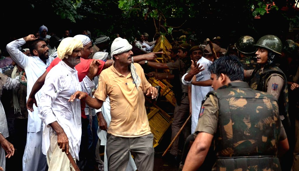 Activists of Jat community clash with police during a demonstration on Jat Reservation at Jantar Mantar in New Delhi on August 16, 2013. (Photo::: IANS)