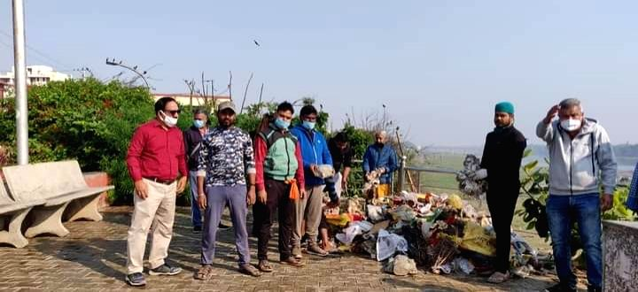 Activists remove tons of garbage, immersed idols from Yamuna.