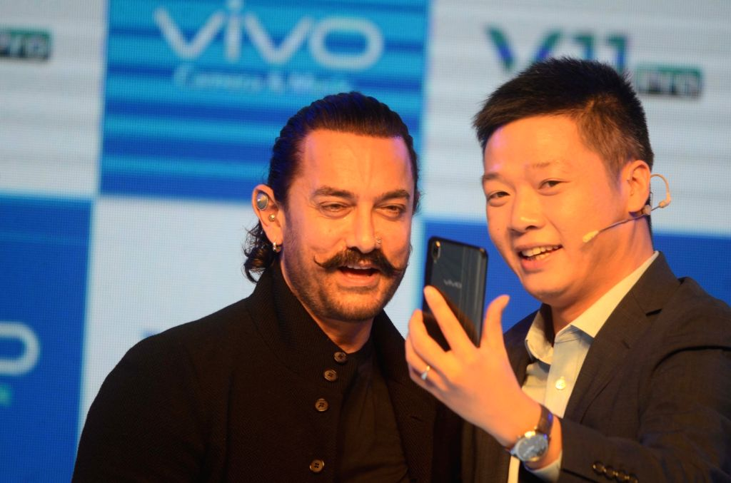 Actor Aamir Khan and Vivo India CEO Kent Cheng at the launch of Vivo V11 Pro smartphone, in Mumbai, on Sept 6, 2018. - Aamir Khan