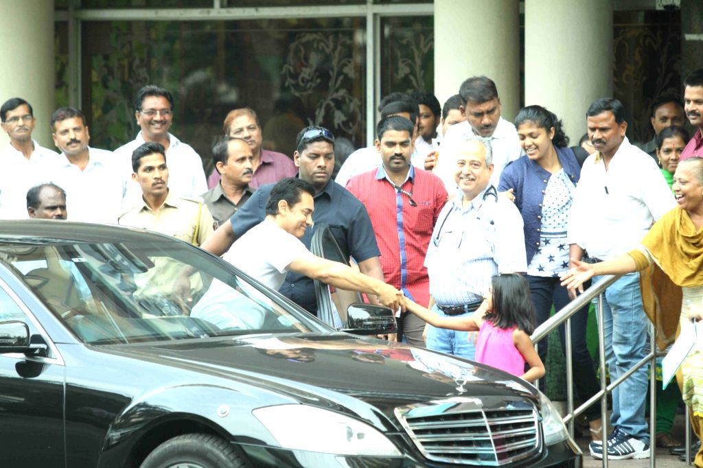 Actor Aamir Khan leaves after meeting veteran actor Dilip Kumar at Lilavati Hosptal in Mumbai on April 20, 2016. - Aamir Khan and Dilip Kumar