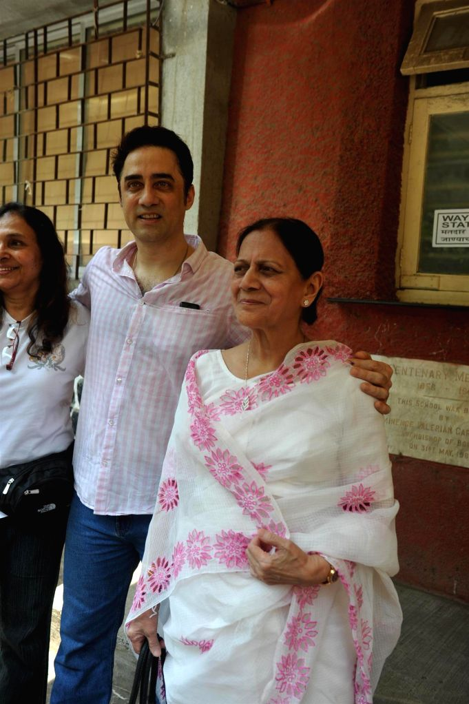 Actor Aamir Khan's brother Faisal Khan along with his mother Zeenat Hussain after casting their vote for the Lok Sabha elections, in Mumbai, on April 24, 2014. - Aamir Khan