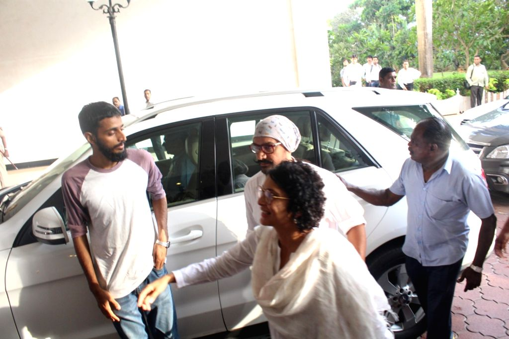 Actor Aamir Khan with his wife and filmmaker Kiran Rao during the prayer meeting for late veteran actor Vinod Khanna in Mumbai, - Aamir Khan, Kiran Rao and Vinod Khanna