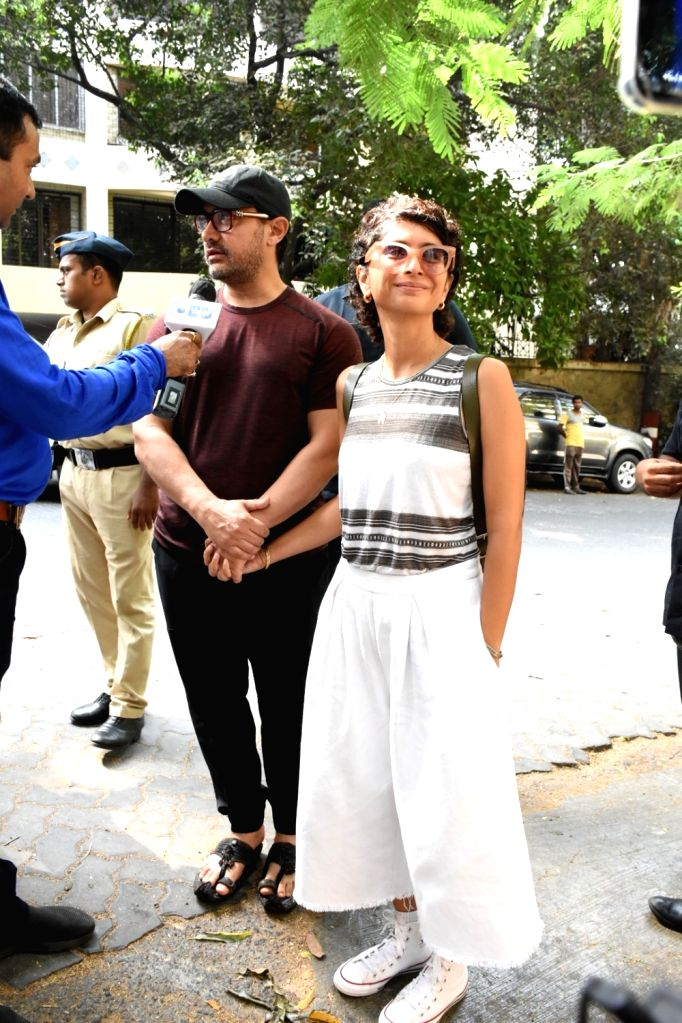 Actor Aamir Khan with wife Kiran Rao arrive to cast their vote at a polling booth in Mumbai on April 29, 2019. - Aamir Khan and Kiran Rao