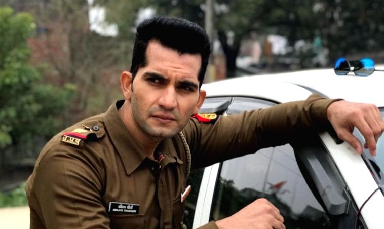 """Actor Abhilash Chaudhary, who played a cop in Salman Khan-starrer """"Dabangg 3"""", says the Bollywood movie helped him in getting the role of a police officer in the TV series """"Savdhaan ... - Abhilash Chaudhary and Salman Khan"""