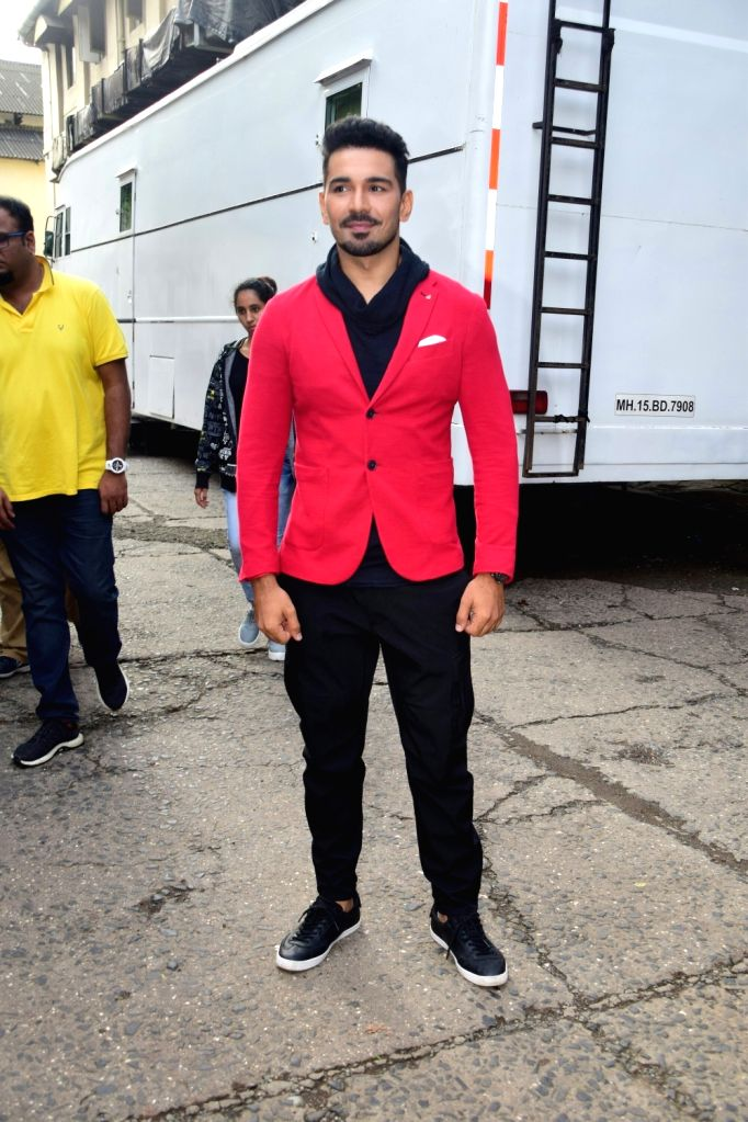 "Actor Abhinav Shukla during the promotions of his upcoming film ""Aksar 2"" on the sets of television show 'Comedy Dangal' in Mumbai on Sept 17, 2017. - Abhinav Shukla"