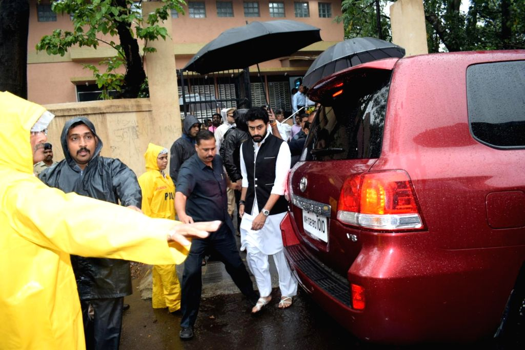 Actor Abhishek Bachchan attends the funeral of late actor-filmmaker Shashi Kapoor in Mumbai on Dec 5, 2017. The romantic screen icon of the 1970s and early 1980s died aged 79. The cause of ... - Abhishek Bachchan and Shashi Kapoor