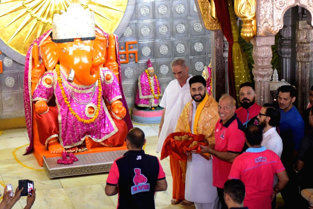 Actor Abhishek Bachchan visits Moti Doongri Ganesh Temple in Jaipur, on June 27, 2016. - Abhishek Bachchan