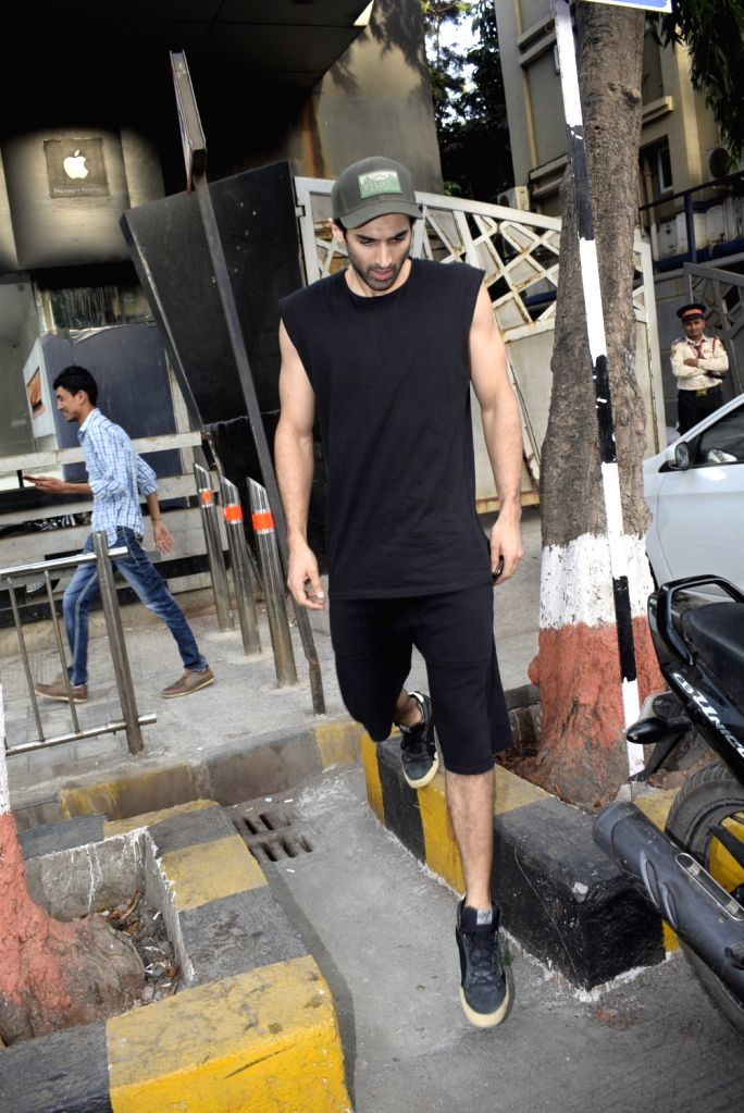 Actor Aditya Roy Kapoor seen at Juhu, Mumbai on March 4, 2019. - Aditya Roy Kapoor