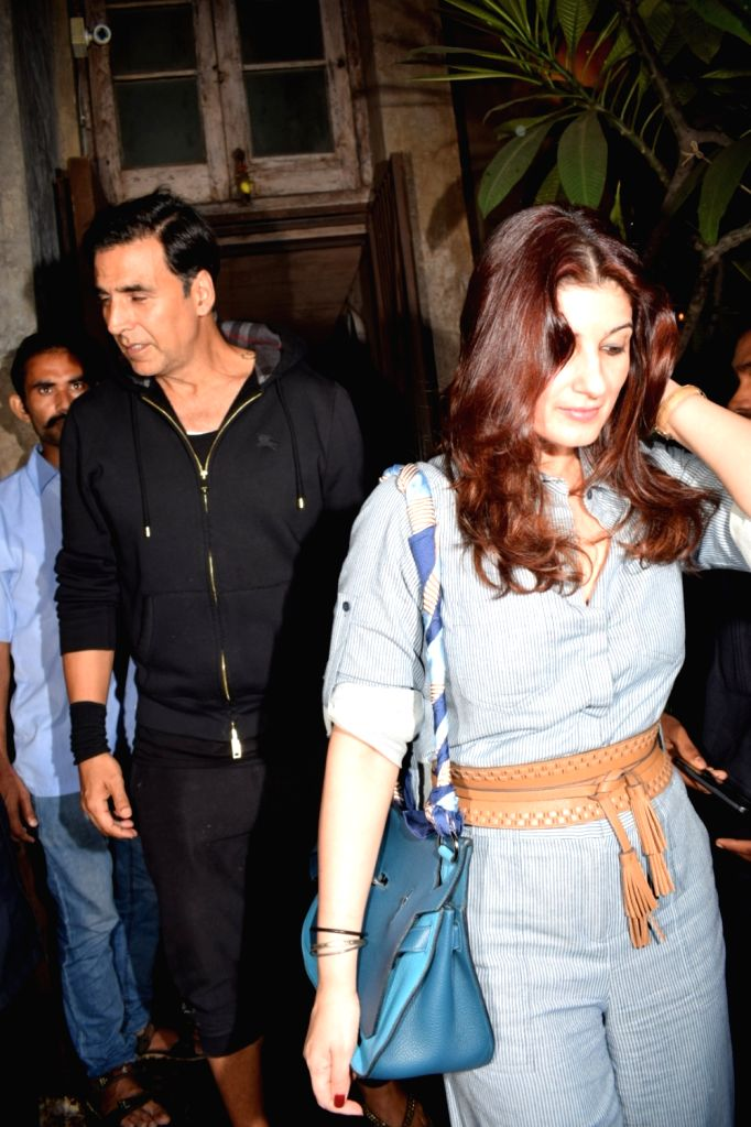Actor Akshay Kumar along with his wife Twinkle Khanna seen at Pali Bhavan Bandra in Mumbai on Oct 10, 2017. - Akshay Kumar and Khanna