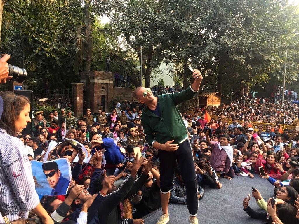 Actor Akshay Kumar clicks a selfie with the students during the flagging off ceremony of Women Marathon at Delhi University (DU) on Jan 22, 2018. - Akshay Kumar