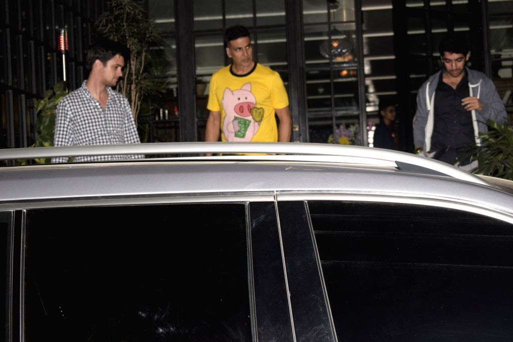 Actor Akshay Kumar seen at a Juhu restaurant in Mumbai on Jan 28, 2019. - Akshay Kumar