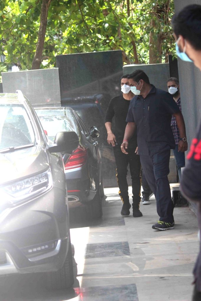 Actor Akshay Kumar seen at actor Jackky Bhagnani's Juhu office in Mumbai on June 29, 2020. - Akshay Kumar