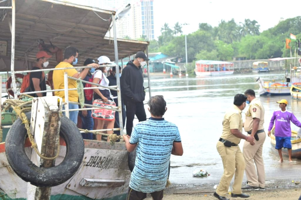 Actor Akshay Kumar seen at Versova Jetty in Mumbai on Oct 20, 2020. - Akshay Kumar