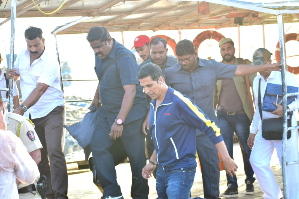 Actor Akshay Kumar seen at Versova Jetty, in Mumbai on Jan 27, 2020. - Akshay Kumar
