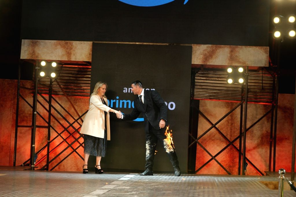 """Actor Akshay Kumar with Amazon Studios head Jennifer Salke during the digital debut of his upcoming action-packed thriller series """"The End"""" with Amazon Prime Video, in Mumbai, on ... - Akshay Kumar"""